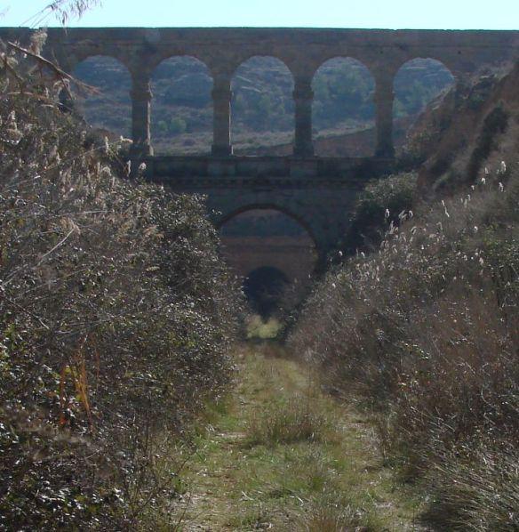 vía-verde-de-la-val-de-zafan-a-su-paso-por-el-puente-de-la-torica-en-la-puebla-de-hijar